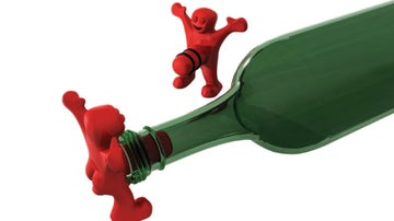 El hombre feliz que tapona tu botella. Tu regalito