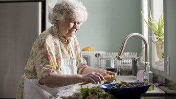 La dieta mediterránea es muy beneficiosa para la gente mayor.