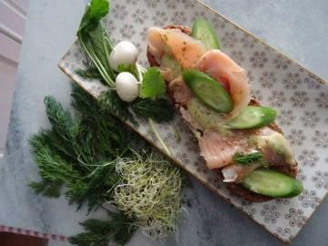 Tosta de salmón ahumado y mayonesa especial