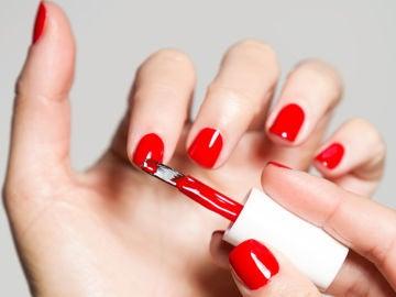 Pintauñas rojo