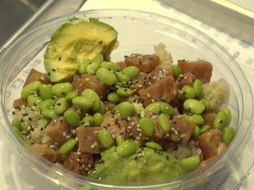 El poké hawaiano está tremendo...