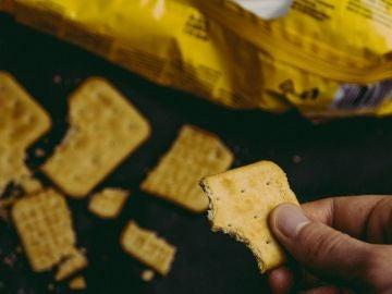 Masticar un cracker te dice cuántos hidratos de carbono puedes comer.