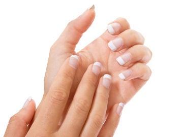 Así es cómo debes limarte las uñas según su forma
