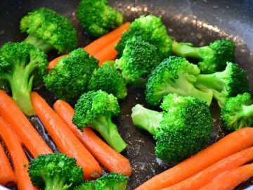 Tener una alimentación rica en frutas y verduras reduce el riesgo de cáncer de mama