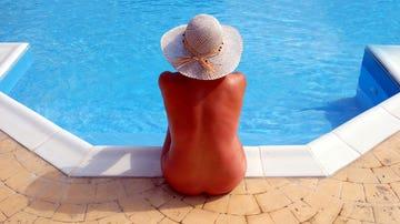 Nudismo en piscina
