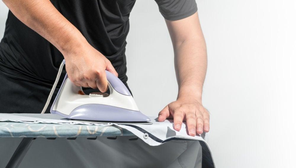 Planchando una camisa