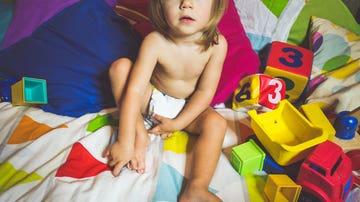 Niño con pañal
