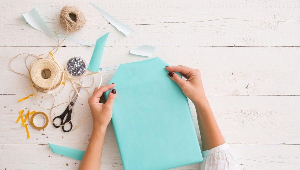 Envolver con papel de regalo