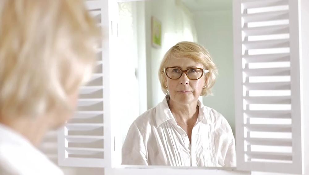 Cómo debes cuidar tu piel durante la menopausia para verte más joven
