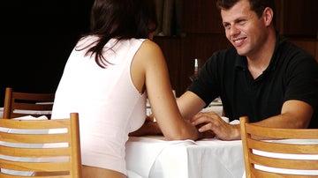 Cenar con un desconocido, eso es 'colunching'.