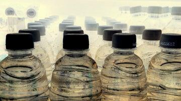 Si reutilizas ls botellas de agua... ojo.