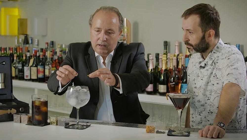 El mixólogo Pepe Orts nos dice que no hay que meter de todo en el gin tonic.