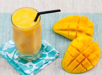 El mango se puede comer solo o acompañado de otras frutas