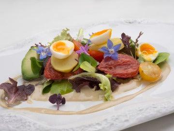 Ensalada de Crema de sardinillas con aguacate, patata y tomates cherrys