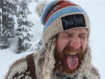 Comer un poco de nieve, algo irresistible.