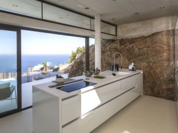 Cocina con vistas al mar