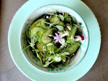Ensalada de pepino y guisantes