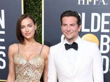 Irina Shayk y Bradley Cooper en los Globos de Oro 2019