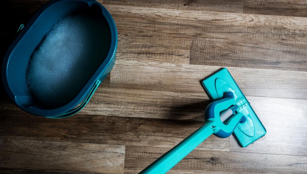 Usar la mapa para fregar el suelo