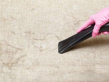 Cómo limpiar manchas del sofá
