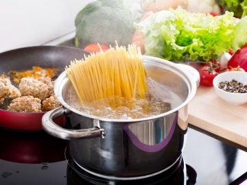 Preparación de unos espaguetis