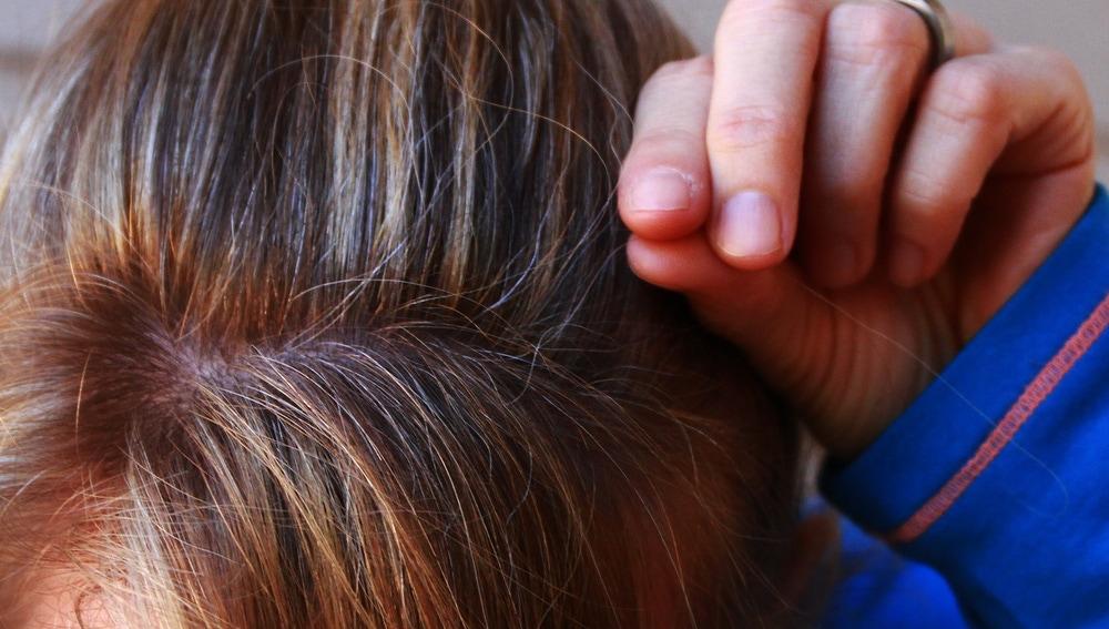 Primeras canas en el pelo