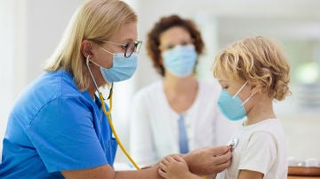 Niño en médico