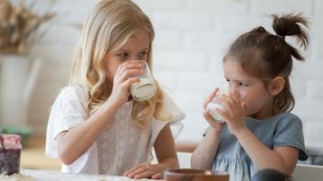 Tomando leche
