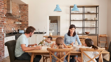 Cinco cosas de las que no debes hablar con niños delante