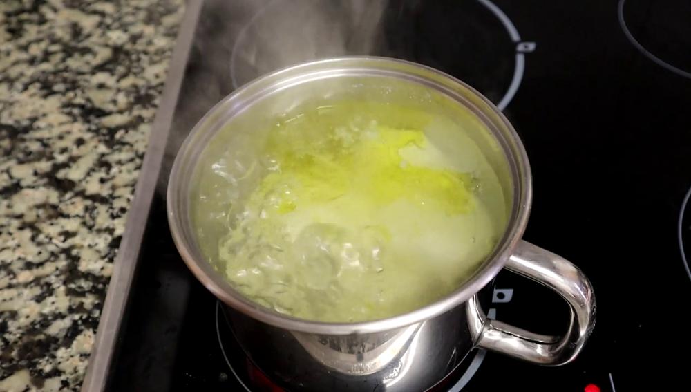 Cómo evitar que el agua hirviendo termine desbordándose por la olla